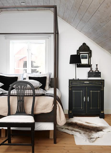Ikea Bett mit antiker Wäschekommode