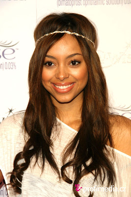 The 30-year old daughter of father Shadoe Stevens and mother Beverly Cunningham, 175 cm tall Amber Stevens in 2017 photo
