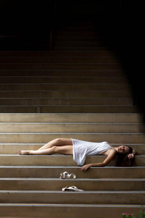 Dave Kelley fotografia mulheres modelos fashion Dawn linda na escadaria