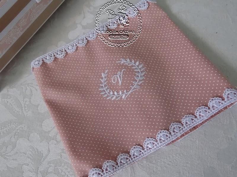 Bianca Hulmann Quarto Da Valentina ~ Kit para Quarto Baby ? Caixa (0028BB), Bandeja com Monograma bordado