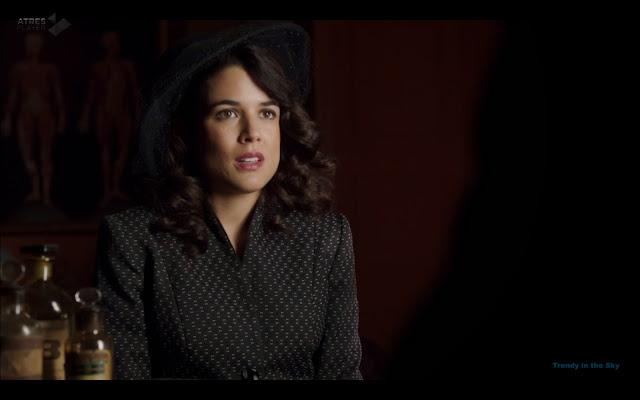 Sira Quiroga traje negro. El tiempo entre costuras. Capítulo 7