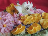 Tarta de Flores: flor pensamiento, flor de primavera, flor de manzano y hoja de nenúfar