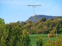 L'església de Sant Sebastià des del camí de la Caseta del Vinyets