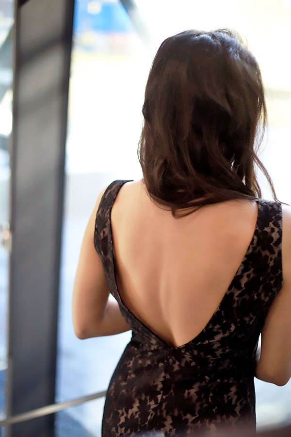 lace-dress-back