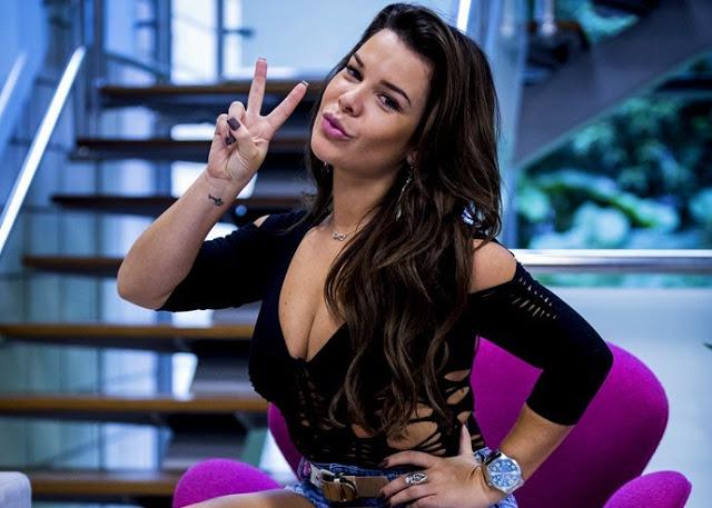 """""""A ditadura da beleza não me define"""", diz Fernanda Souza"""