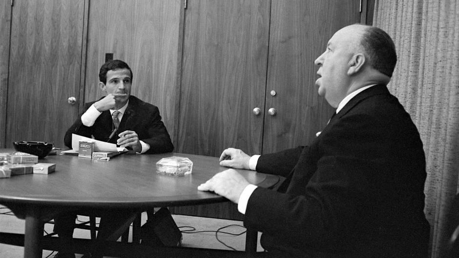 A Lu0027été 1962, Pendant Une Semaine, Il Interviewe Le Réalisateur Alfred  Hitchcock. Ces Entretiens Seront Rassemblées, Avec Lu0027aide De Son Amie  Américaine ...