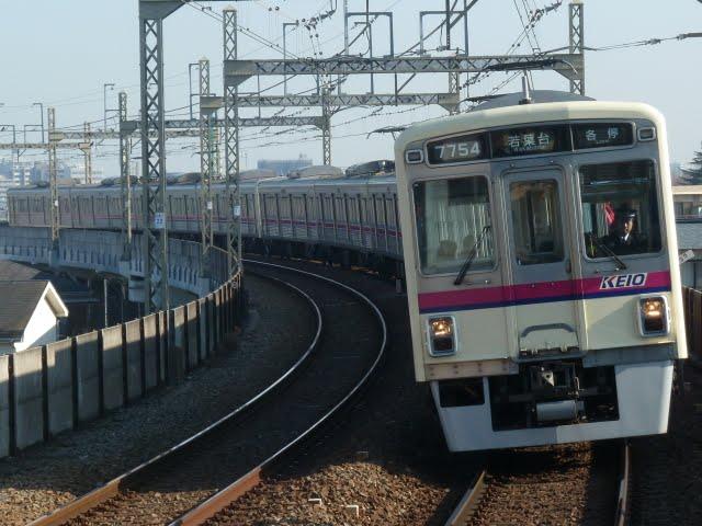 京王電鉄 各停 若葉台行き2 7000系幕式(平日3本運行)