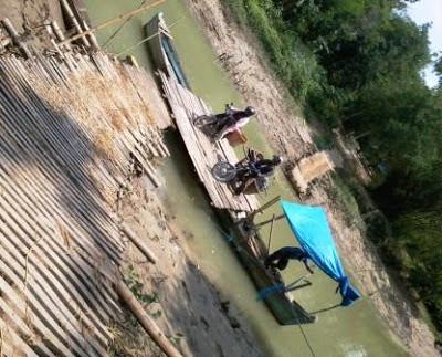 Jalan Alternatif Sungai Desa Karangpaing dan Cingkrong