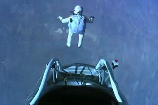 Félix Baumgartner Paraquedista faz salto da estratosfera