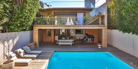 Desain Halaman Belakang Rumah Mewah Eco-Friendly dengan Kolam Renang