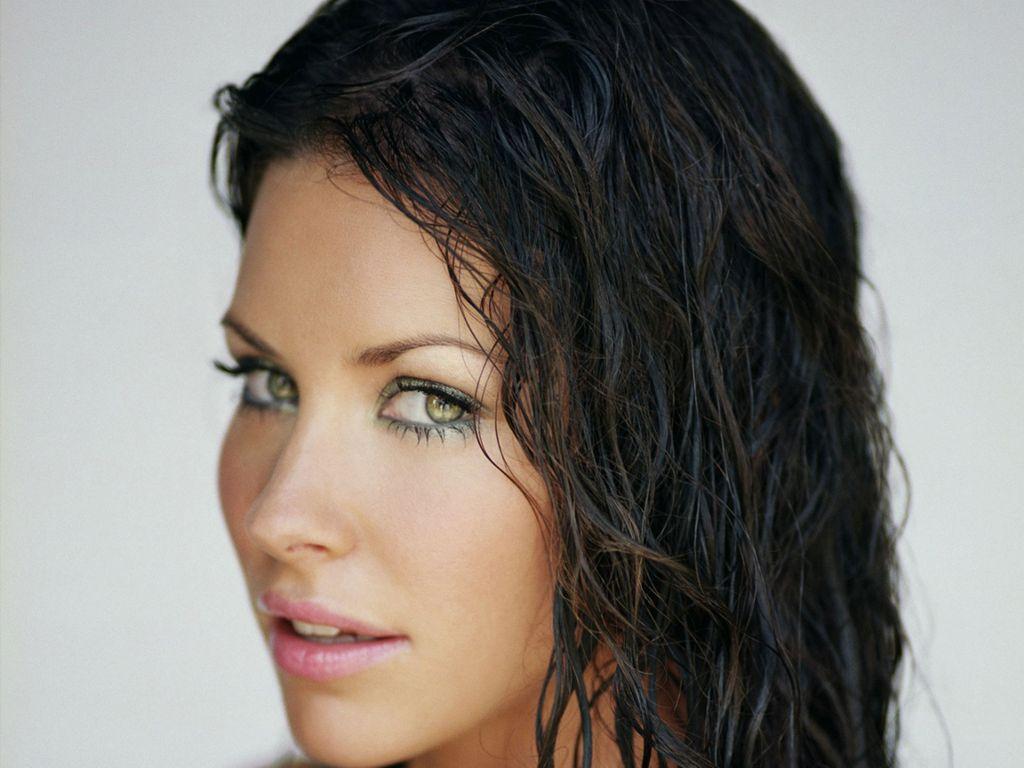 http://4.bp.blogspot.com/-4FKWLP5MZJQ/UAtHq5dpInI/AAAAAAAAAXw/WG3ka9RHARM/s1600/Evangeline-Lilly-70.JPG