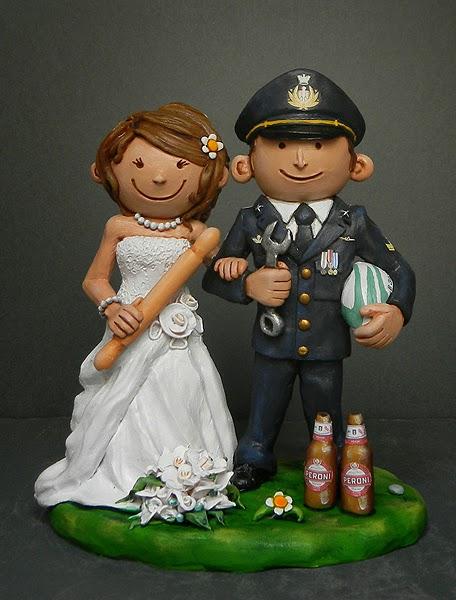 statuine sposi birra top cake sposa cuoca sposo in uniforme orme magiche