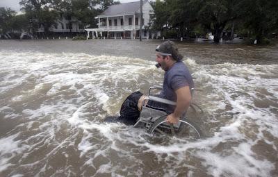 LEE: Fotogalerie Hochwasser in Mandeville, Lake Pontchartrain, Louisiana, Lee, Louisiana, Sturmschäden, Sturmflut Hochwasser Überschwemmung, Golf von Mexiko,  USA, Fotos Fotogalerie