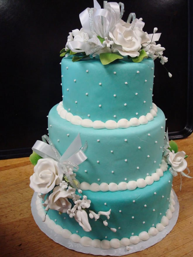 Bluish wedding cake with white decoration