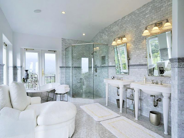 Bathroom porn. Love all the glitz and glamour. Happy Wednesday.