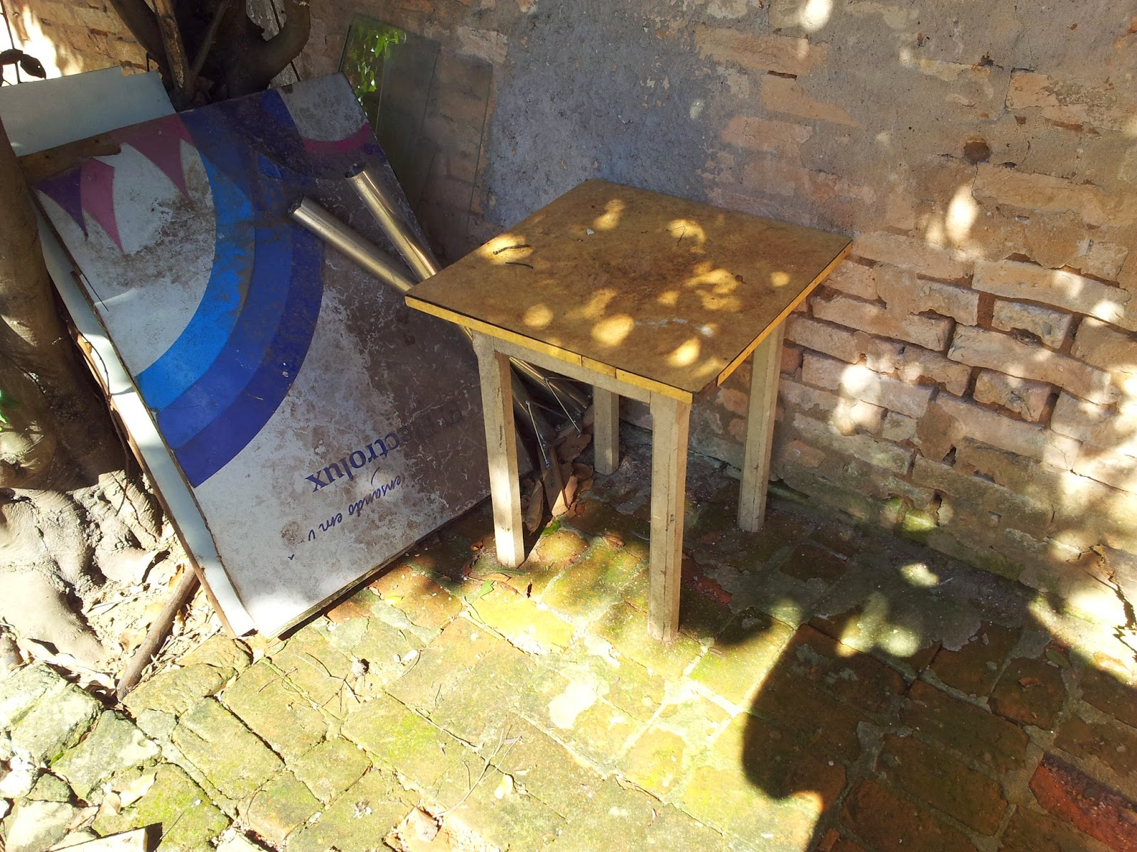 Oficina do Quintal: Como Restaurar uma Mesa Antiga #A39128 1600x1200