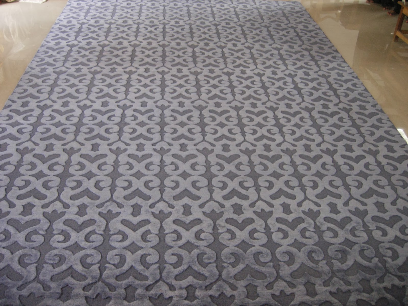handknotted tibetan weave rug in wool and silk