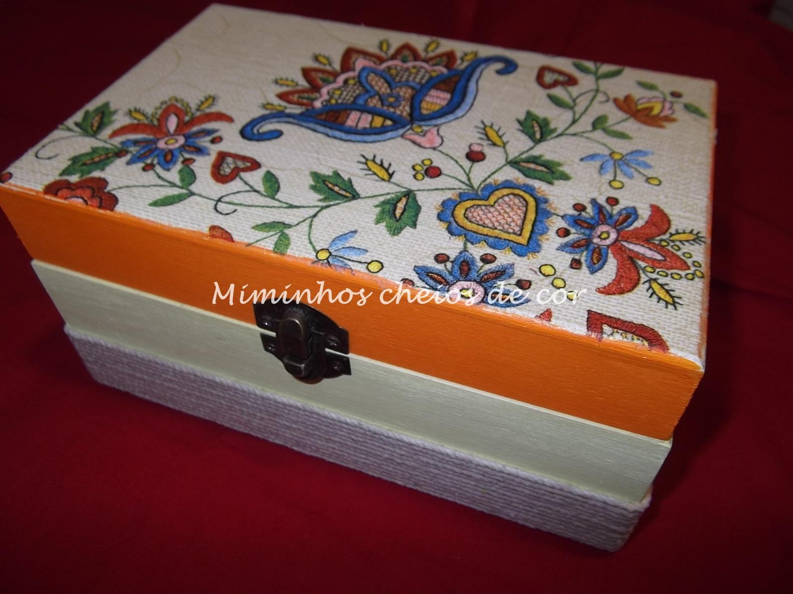 miminhos cheios de cor: CAIXA DE MADEIRA DECORADA #B44C10 1600x1200