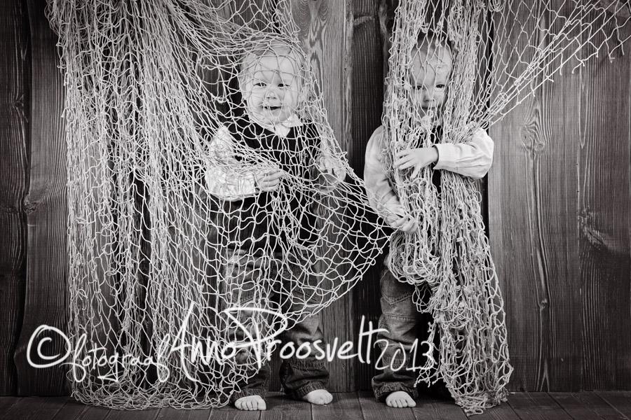lapsed-fotopesa-kaksikud