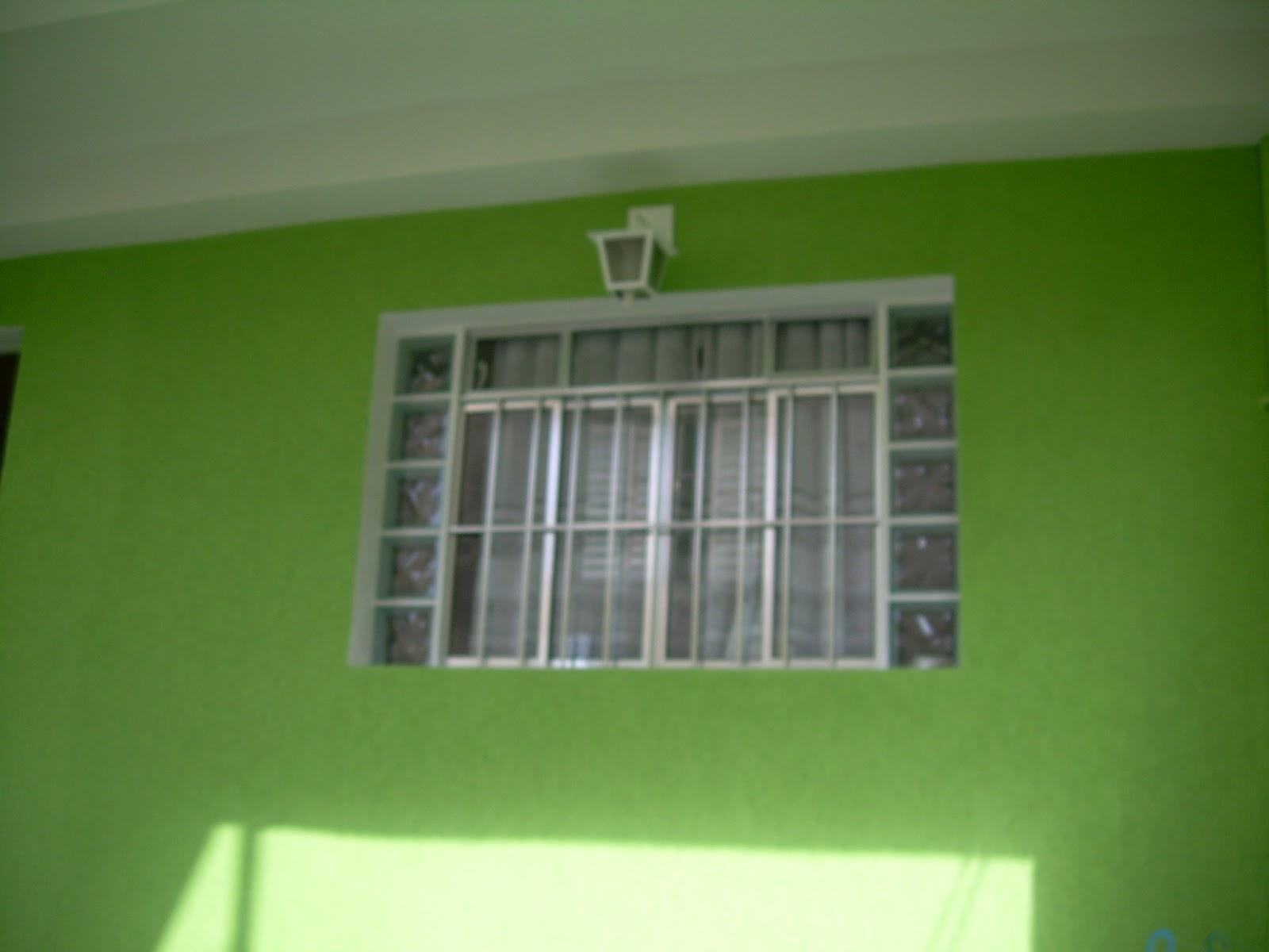 #75B714 Na janela fizemos a mesma moldura e acrescentamos blocos de vidro  878 Moldura Para Janela De Aluminio