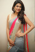 Shraddha das Latest Photos in Saree-thumbnail-7