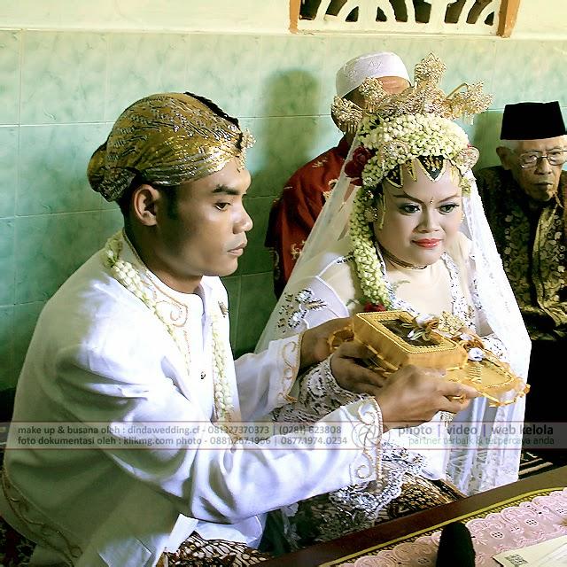 Foto Dokumentasi Akad Nikah : KATUN & FAJAR, 16 April 2014 - Make Up oleh : Dinda Rias Pengantin Purwokerto   Photo oleh : KLIKMG.COM Photography - Photographer Indonesia, Photographer Banyumas, Photographer Purwokerto
