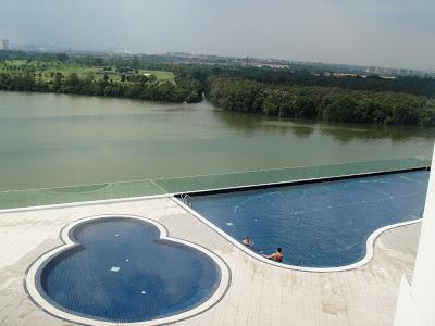 Roda berpusing mencari nikmat alam bayu marina resort johor bahru Public swimming pool in johor bahru