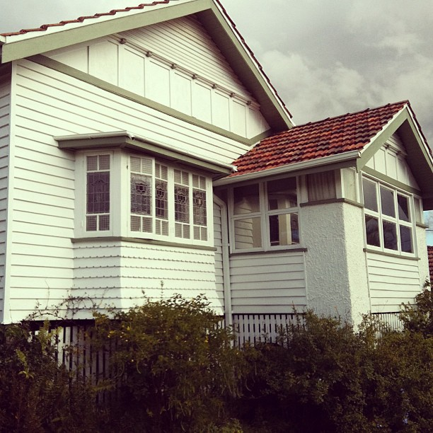 Fun and vjs visiting a queenslander up for sale for 1930s bay window construction
