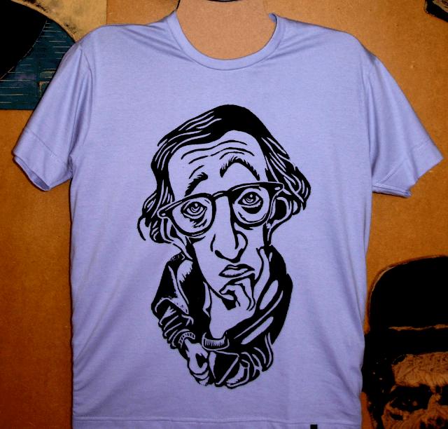 "Camiseta estampada em Xilogravura  - Série ""Woody Allen"" - Lilás"