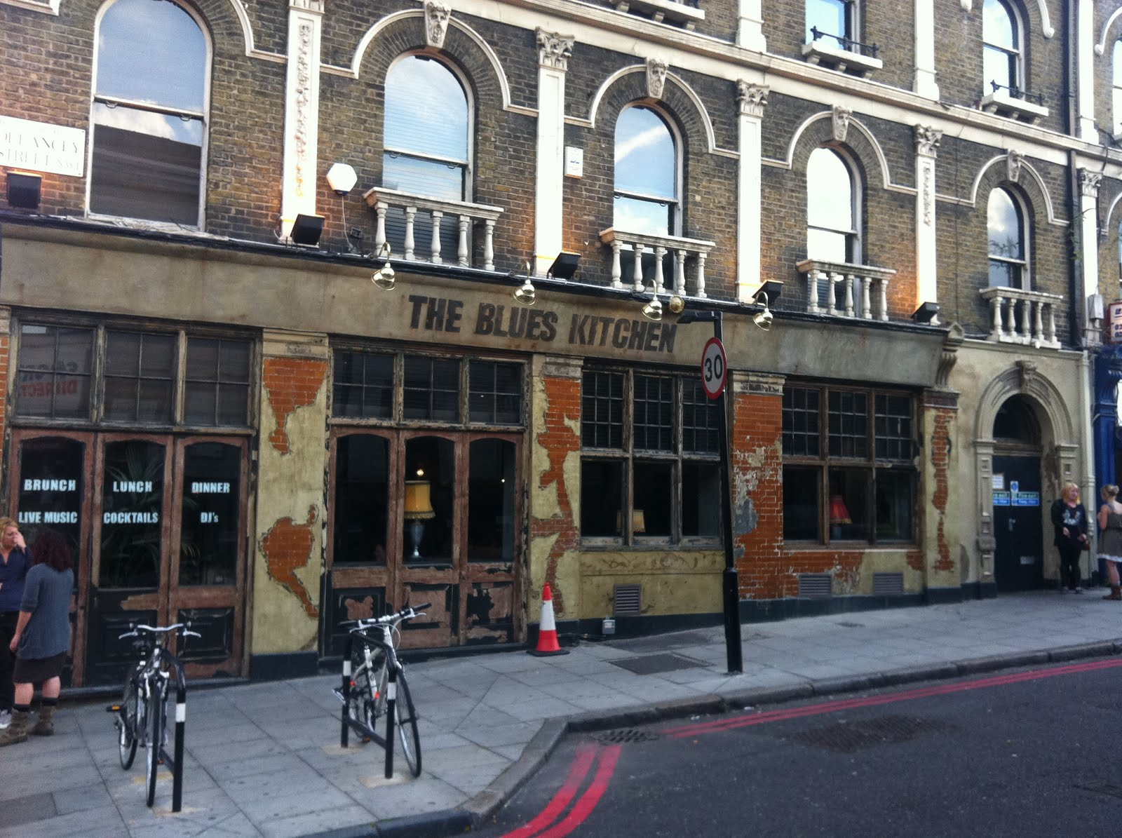 Blues_kitchen_meat_lovers_london_camden_bar_1.JPG