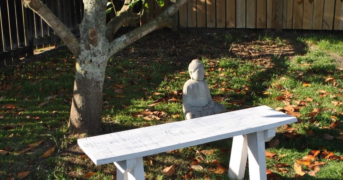 DIY Kiwi: Build an old farmhouse style outdoor seat