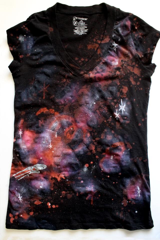http://4.bp.blogspot.com/-4II9Fuc4Y-Q/UV7e8iYxhtI/AAAAAAAAOl8/BhFWmxw6mKU/s1600/galaxy_shirt_diy+(1).JPG