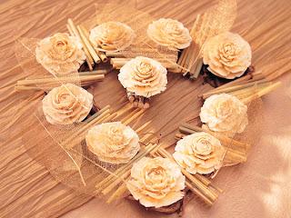 corazon con rosas de papel