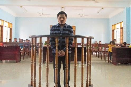 """Gia Lai: Án chung thân cho """"ông ngoại"""" hại đời 2 cháu gái"""