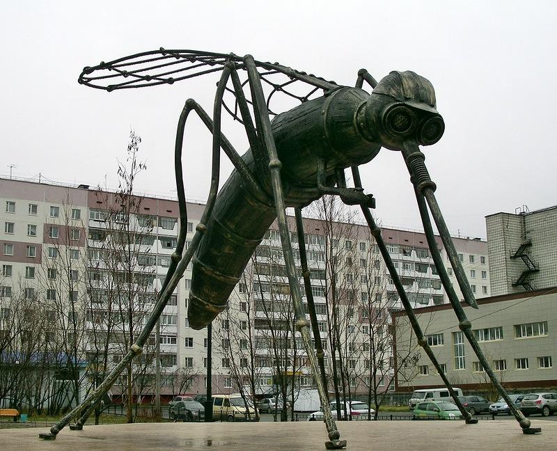 Памятник комару в усинске в гранитные памятники в москве январь 2018