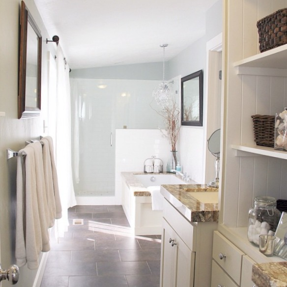 Gorgeous Real Life Bathrooms | @yddinteriors