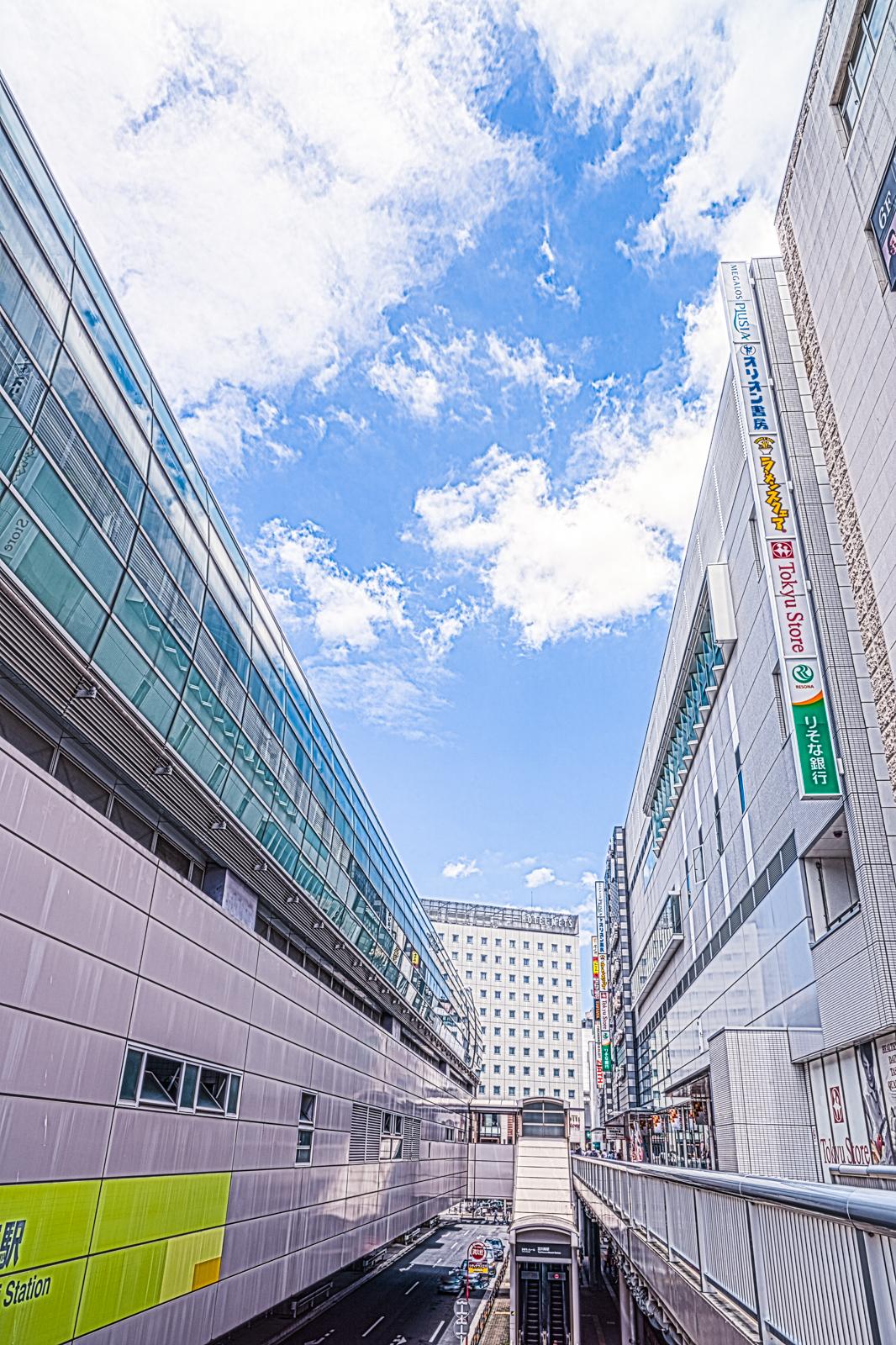 立川南駅と遊歩道の写真 HDR
