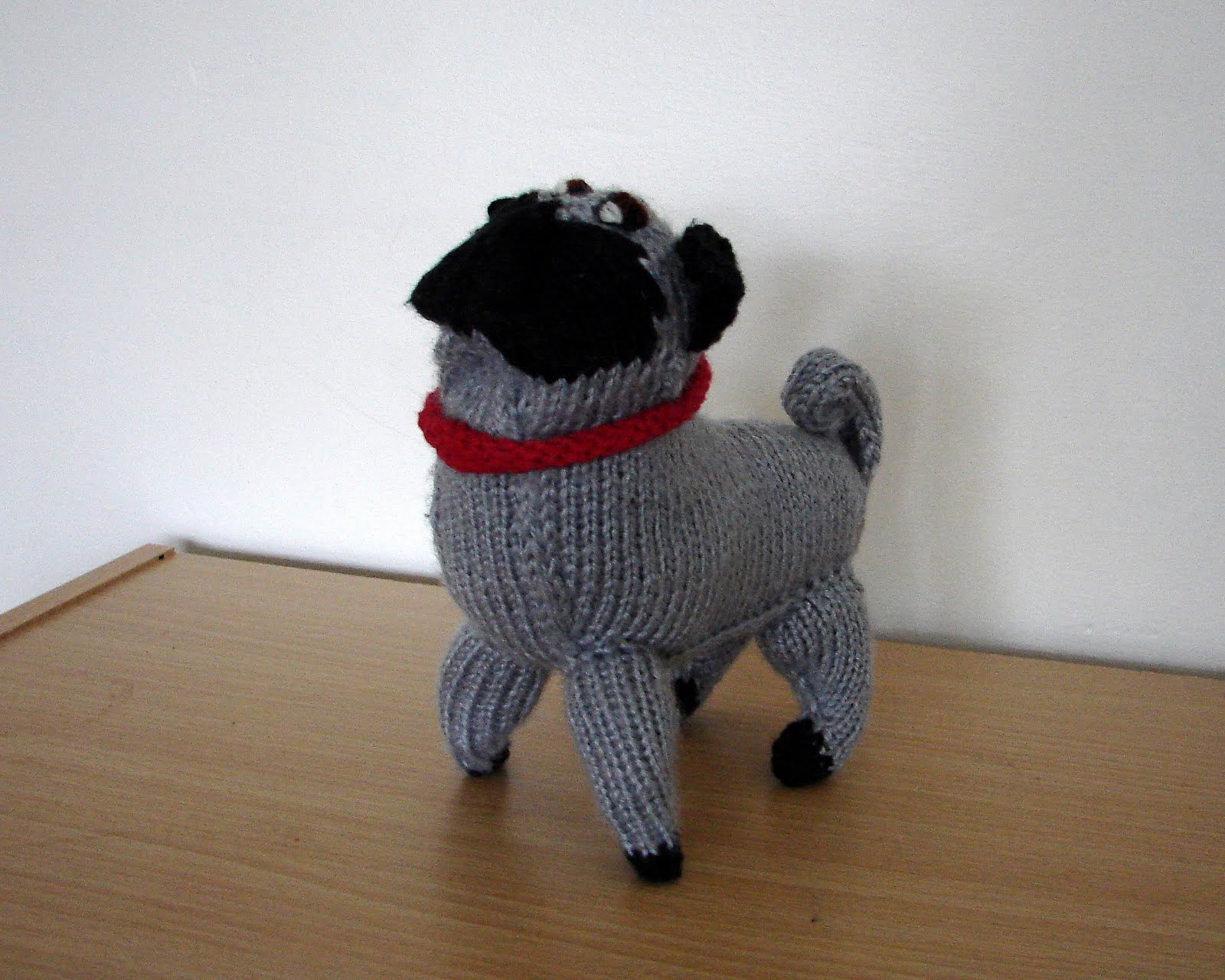 Ferbys Corner Knitting: Knitted pug dog