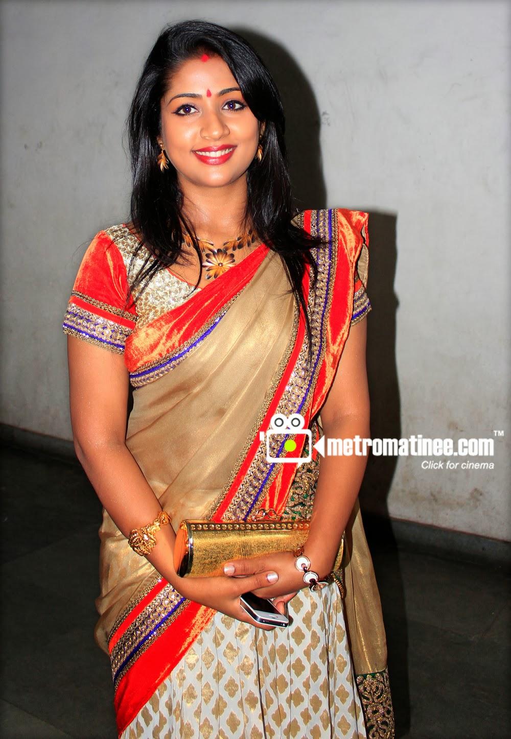 Mallufun.com: Navya Nair