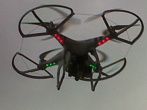 UN DRON NOS VIGILA