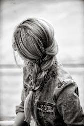 Me intereso por todo lo que no puedo tener, y ese es mi problema, no me perteneces.