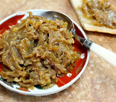 How to Make Caramelized Onions in the Slow Cooker