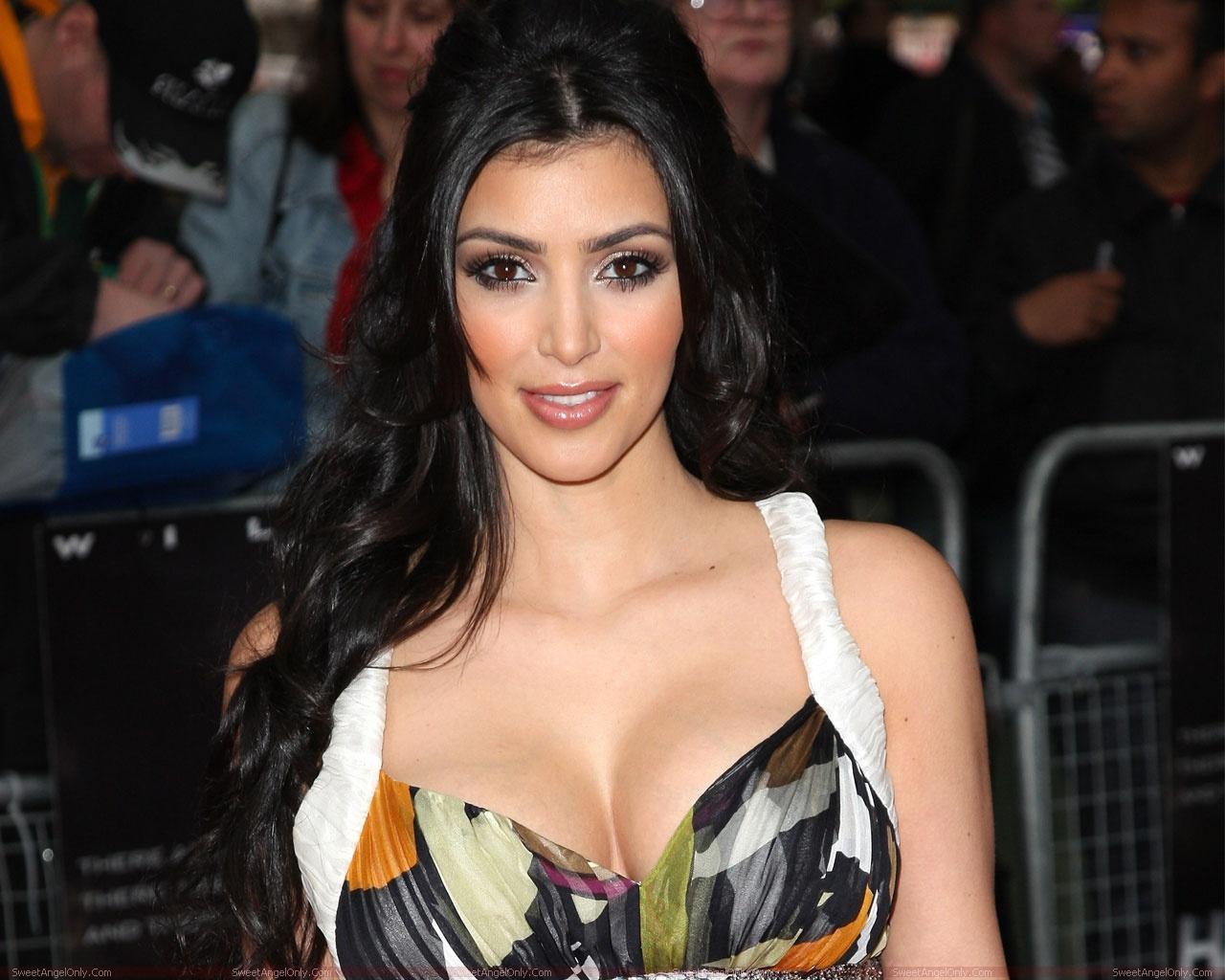 http://4.bp.blogspot.com/-4JibgA9mO-I/UNxxtMHKofI/AAAAAAAAAEc/foF9hojik3A/s1600/actress_kim_kardashian_super_wallpaper_sweetangelonly_22.jpg