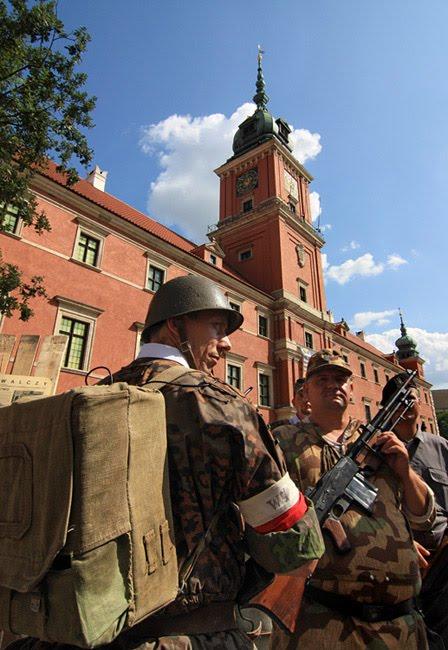Soldados equipados e armados