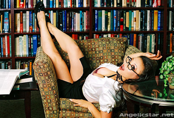 [Image: sexy-librarian.jpg]