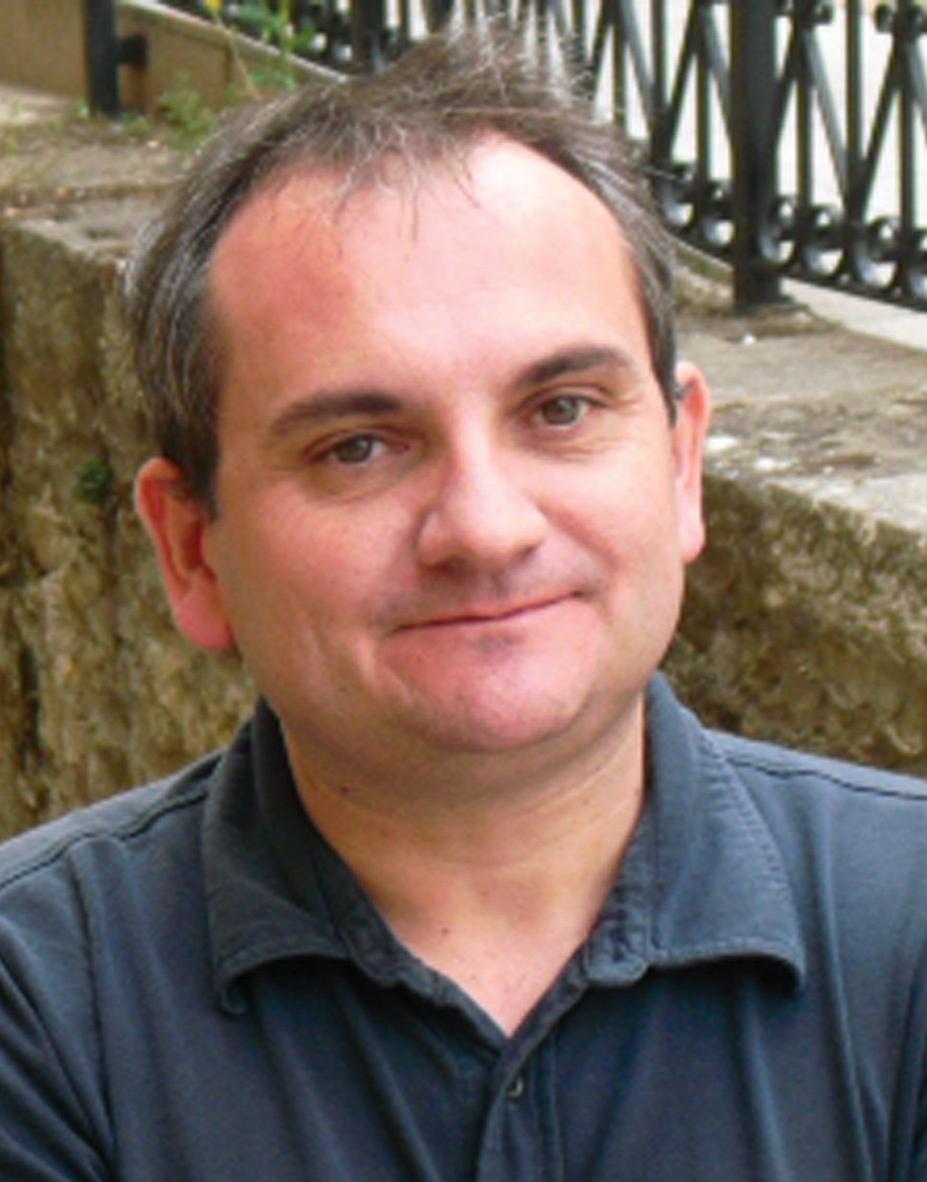 Mario Escobar Golderos madrileño nacido en 1971, se licencio en historia y es diplomado en estudios avanzados en la modalidad de historia moderna, ... - mario%2Bescobar