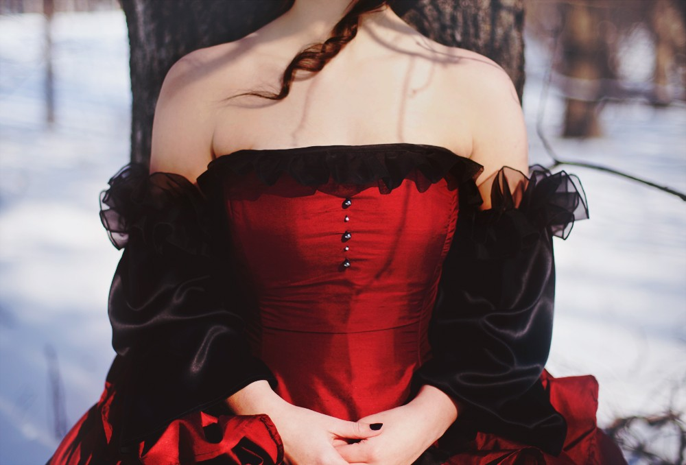 This Red Victorian wedding dress below is pure magic and inspired by old