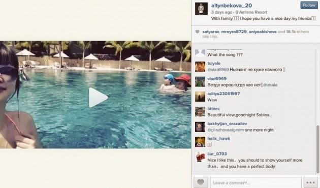 Sabina Altynbekova Tampil Hanya Dengan Bikini di Instagram