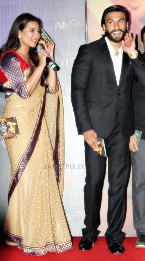 Sonakshi-sinha-saree-with-Ranveer-Lootera-music-launch