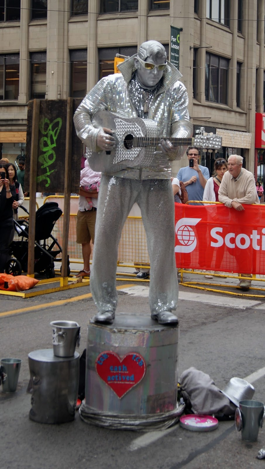 Scotiabank BuskerFest downtown Toronto 2014, Street Performers, performances, buskers, art, culture, festival, melanie.ps, the purple scarf, ontario, canada, eplilepsy, charity, entertainment, world,hat, fire, acrobats, music,